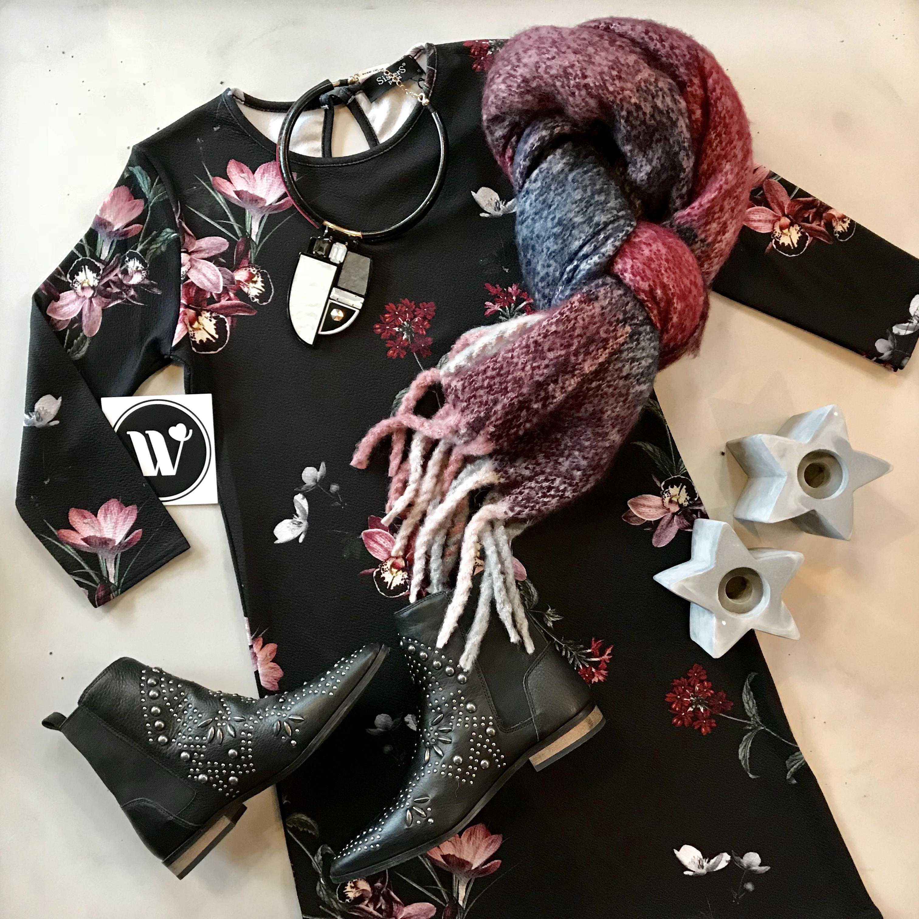 Kleidchen mit Blumenprint